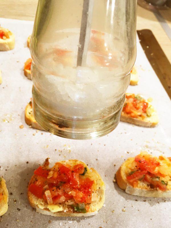 ajouter de sel et poivre du moulin à votre goût